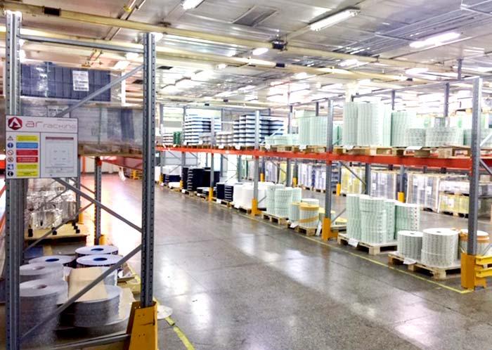 Installation von konventionellen Palettenregalen zur Beschleunigung des Produktionsprozesses von British American Tobacco