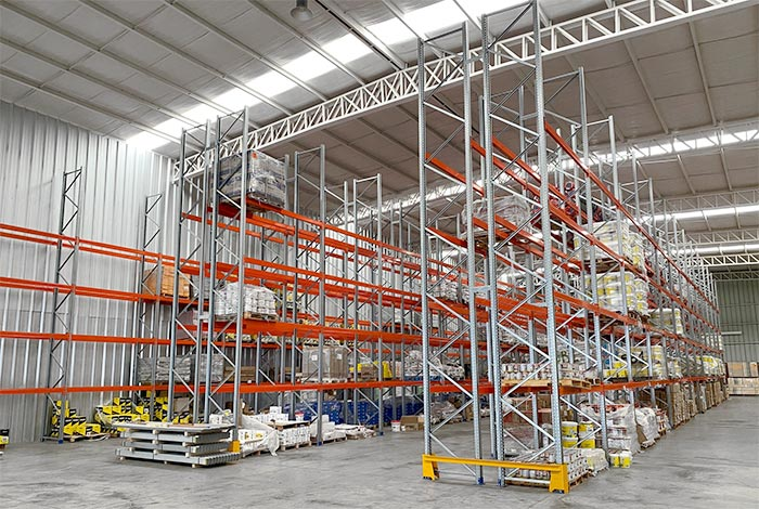 We equip the distribution centre that consolidates Ferreterías Punto Maestro's expansion