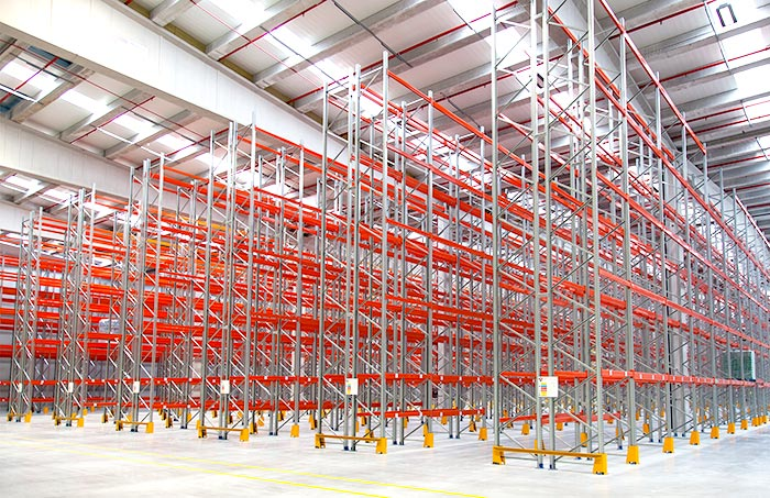 We install a pallet racking system in the innovative center of Cuevas Group