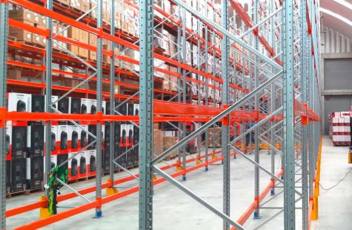 AR Racking equips the Steren warehouse with a pallet racking and a picking area